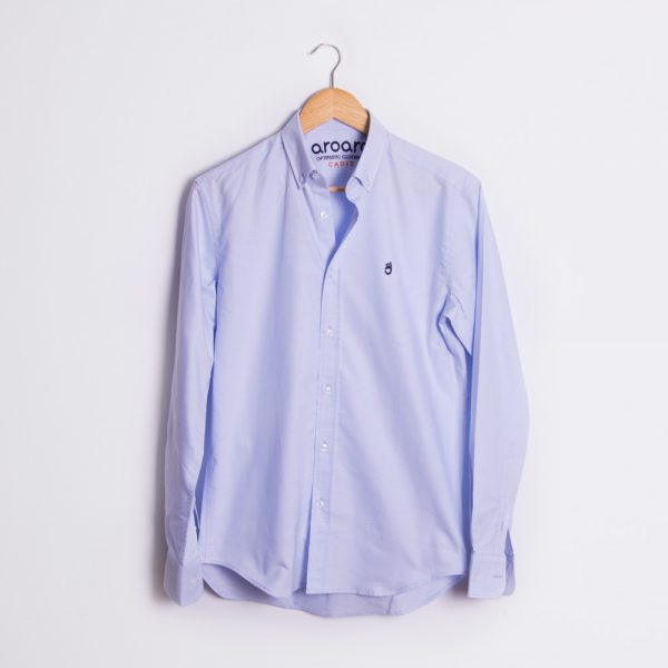 camisa celeste claro